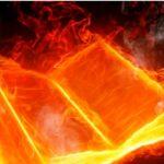 Musulman intenta prender fuego una Biblia desafiando a Dios y el Señor le responde