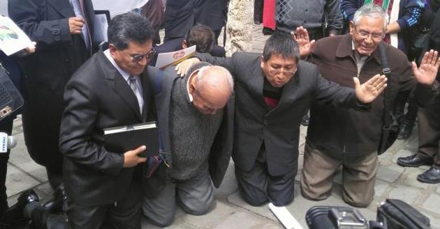 pastores orando por bolivia
