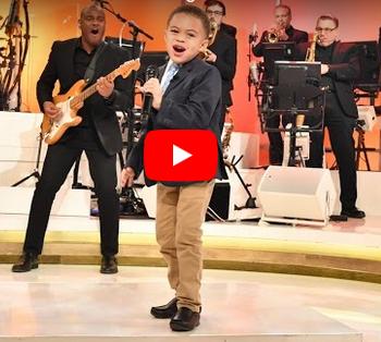 Niño de 6 años es líder de alabanza y adoración VIDEO