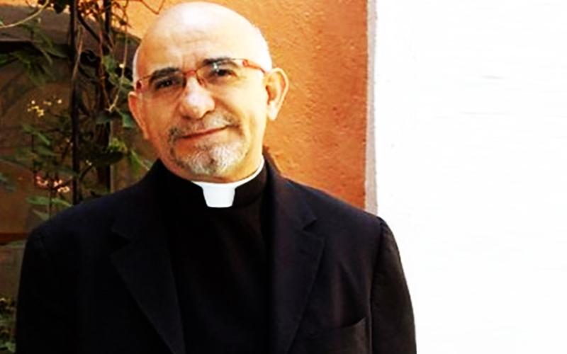 Sacerdote católico dice que virgen María y los santos no pueden hacer milagros