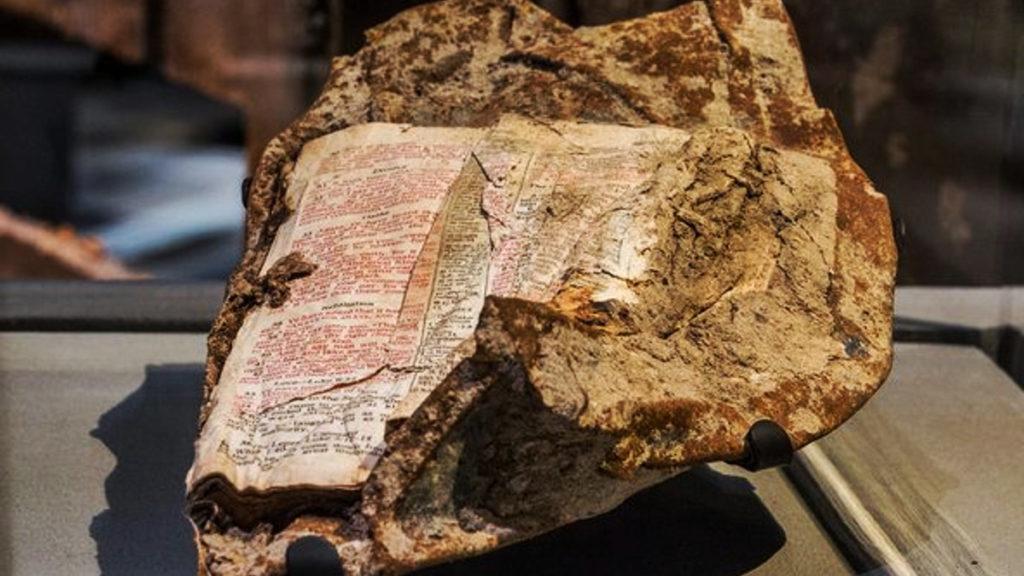Conozca la Biblia que Sobrevivió a la caída de las Torres Gemelas