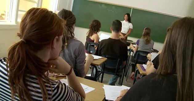 Profesora es acusada de terrorismo por decir Dios te ama a una estudiante lesbiana