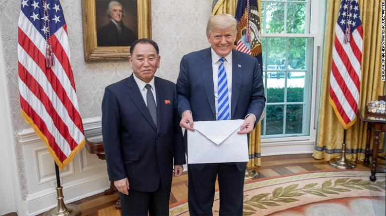 Trump recibe carta enorme