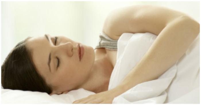 Estas posiciones saludables para dormir te aliviarán los dolores del cuerpo