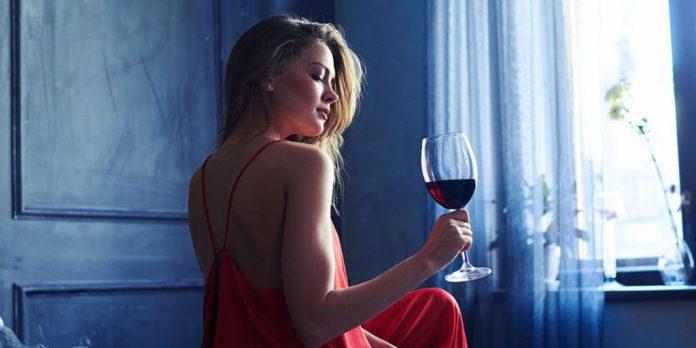Estudio descubre que tomar vino antes de ir a dormir puede adelgazarte