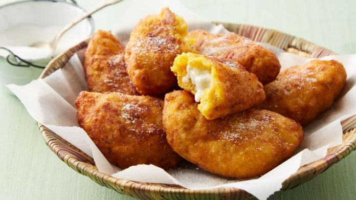 La mejor receta de Empanadas de Plátano Maduro para chuparse los dedos