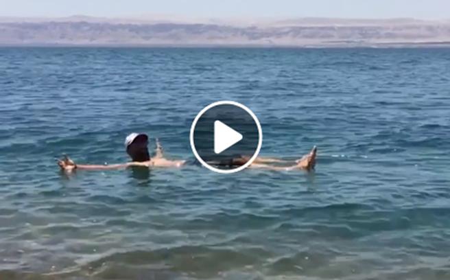 El sorprendente Mar Muerto de Israel donde nadie se hunde