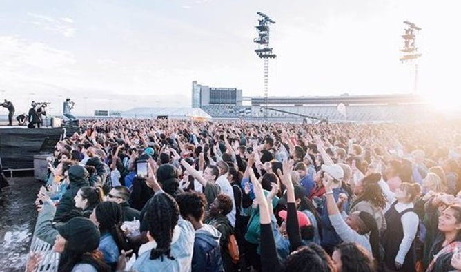 Más de 90 mil cristianos se unen para clamar por nuevo avivamiento en EEUU