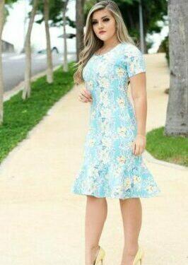 bello vestido a la moda para ir a la iglesia