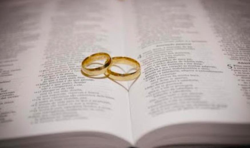 destinado a casarce y leer la Biblia toda su vida