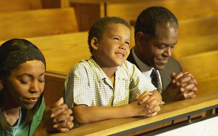 Niños que asisten a iglesia son más felices y tienen mejor salud revela estudio