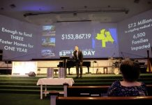 Iglesia reúne ofrendas y paga deudas médicas de familias necesitadas en EE UU