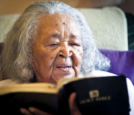 Mujer de 105 años continúa predicando el evangelio Jesúsnes es primero