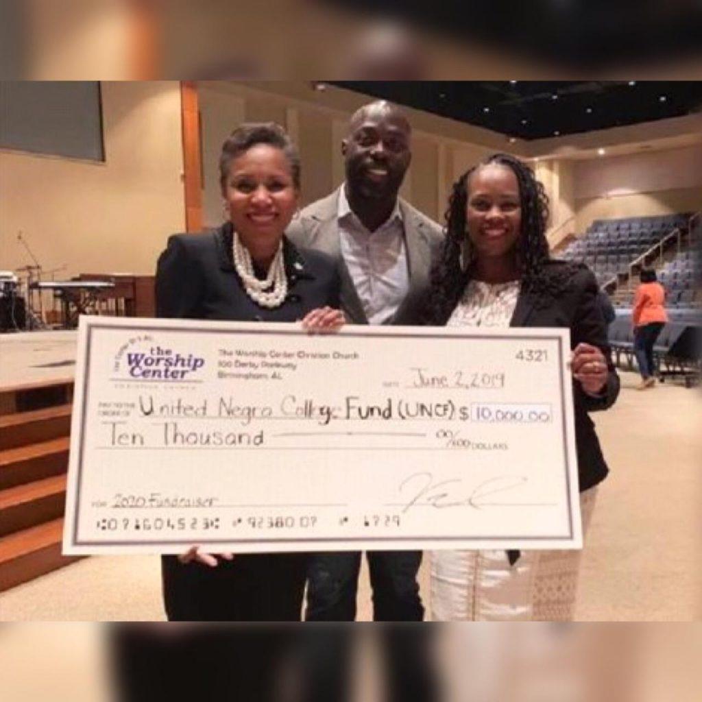 Pastor pagó las deudas de los Miembros de su Congregación con el Dinero de los Diezmos