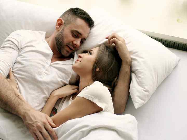 Cosas que hacen las parejas por las noches antes de dormir