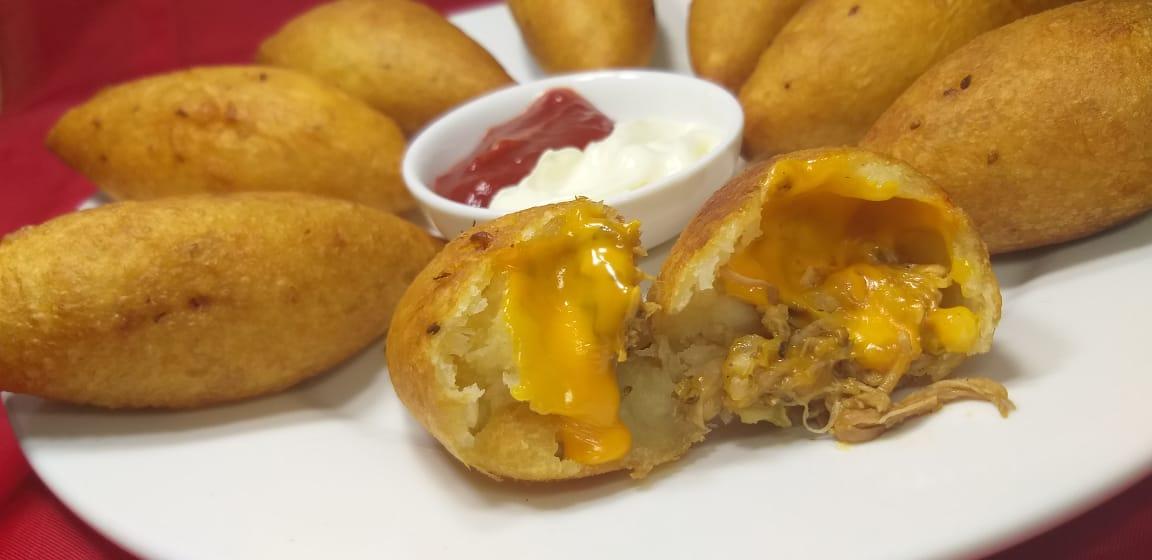 La mejor receta Bollitos de yuca relleno de queso para chuparse los dedos