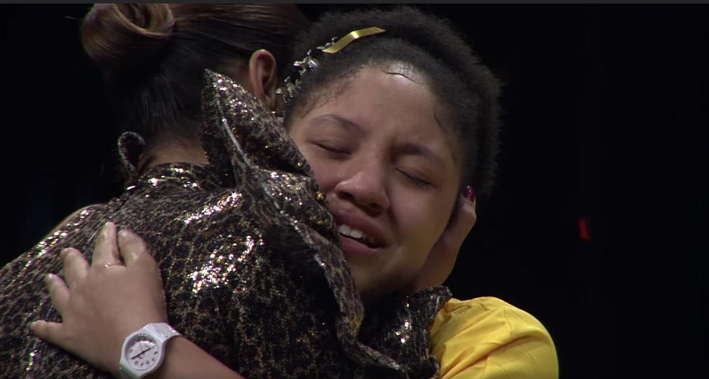 Momento en que Nashla Bogert felicita a Keren Montero tras ganar el Golden Buzzer en Dominicana Got Talent